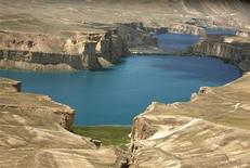 <p>A general aerial view of Band-e-Amir lake, in Bamiyan province, about 310 km (193 miles) northwest of Kabul June 18, 2009. REUTERS/Omar Sobhani</p>