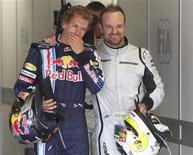 <p>Sebastian Vettel e Rubens Barrichello a Silverstone. REUTERS/Yves Herman</p>