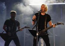 <p>Frontman for Nickelback Chad Kroeger performs during the 2009 MuchMusic Video Awards in Toronto June 21, 2009. REUTERS/Mark Blinch</p>