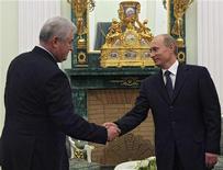<p>Владимир Путин и президент Молдавии Владимир Воронин на встрече в Кремле 2 января 2008 года. Россия предоставит Молдавии кредит на $500 миллионов, сказал премьер-министр РФ Владимир Путин уходящему президенту Молдавии Владимиру Воронину. REUTERS/Pool</p>