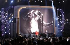 "<p>Ne-Yo e Jamie Foxx cantano ""I'll Be There"", ai Bet Awards a Los Angeles. REUTERS/Mario Anzuoni (UNITED STATES ENTERTAINMENT)</p>"