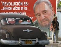 <p>Un manifesto dell'ex presidente cubano Fidel Castro all'Avana. REUTERS/Enrique De La Osa</p>