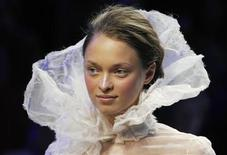 <p>A model presents a creation by French designer Christophe Josse as part of his Autumn/Winter 2009-2010 Haute Couture fashion show in Paris July 6, 2009. REUTERS/Gonzalo Fuentes</p>