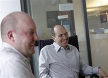 <p>Os empresários da Web Mark Andreessen e Ben Horowitz levantaram 300 milhões de dólares para um novo fundo de investimentos, declarando que planejam evitar o perigo de as empresas iniciantes que receberão aportes sejam forçadas a gerar lucros rapidamente. REUTERS/Brendan McDermid (UNITED STATES BUSINESS SCI TECH)</p>