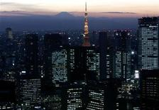 <p>A night view shows Japan's highest Mt. Fuji seen beyond Tokyo Tower and the Shiodome district in Tokyo November 24, 2006. REUTERS/Toru Hanai</p>