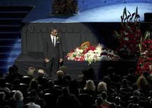 <p>Il cantante Usher alla commemorazione pubblica di Michael Jackson. REUTERS/Monica Almeida, The New York Times/Pool (UNITED STATES ENTERTAINMENT OBITUARY)</p>