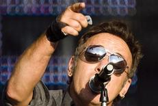 """<p>U.S. singer Bruce Springsteen performs during a concert of his """"Working On A Dream"""" tour at the Stade de Suisse stadium in Bern, June 30, 2009. REUTERS/Michael Buholzer</p>"""