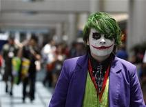 """<p>A visitor dressed like the Joker character from the movie """"The Dark Knight"""" walks during the 40th annual Comic Con Convention in San Diego July 23, 2009. REUTERS/Mario Anzuoni</p>"""