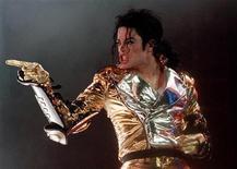 <p>Michael Jackson performs during a concert in Prague, September 7, 1996. REUTERS/Petr David Josek</p>