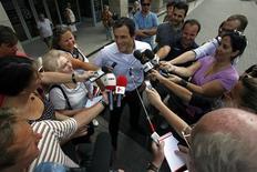 <p>Dino Altmann, médico do piloto Felipe Massa, em entrevista a jornalistas em Budapeste. 29/07/2009. REUTERS/Karoly Arvai</p>