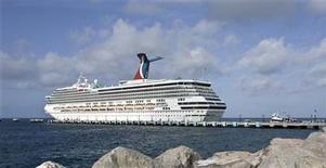 <p>Tourists arrive on board the Carnival Victory cruise ship at the port known as Port Sante in Basseterre June 13, 2009. REUTERS/Eduardo Munoz</p>