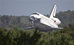 <p>Ônibus especial Endeavour pousa no Centro Espacial Kennedy, na Flórida 31/07/2009 REUTERS/Scott Audette</p>