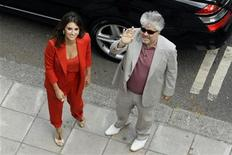 """<p>Spanish actress Penelope Cruz and Spanish director Pedro Almodovar arrive for the British premiere of """"Broken Embraces"""" at the opening night of Film4 Summer Screen at Somerset House in London, July 30, 2009. REUTERS/Stefan Wermuth</p>"""