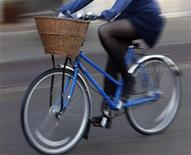<p>A woman rides a bicycle in Cambridge, central England February 20, 2008. REUTERS/Darren Staples</p>