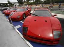 <p>In tempo di crisi economica il noleggio di automobili di lusso è diventato un'alternativa popolare all'acquisto. REUTERS/Vivek Prakash (SINGAPORE)</p>