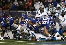 <p>New York Giants Brandon Jacobs (27) goes overtop of Carolina Panthers Na'il Diggs (53) to score a touchdown during the second quarter of their NFL game in East Rutherford, New Jersey December 21, 2008. REUTERS/Mike Segar</p>