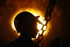 <p>An employee works at a workshop of Changning Steel and Iron Factory in Changzhi, Shanxi province January 15, 2009. REUTERS/Stringer</p>