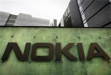 <p>Nokia annonce son entrée sur le marché des services financiers mobiles avec une offre de paiement par téléphone portable. /Photo prise le 11 avril 2008/REUTERS/Bob Strong</p>