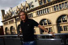 <p>Il dj francese David Guetta posa per un ritratto a New York. REUTERS/Eric Thayer (UNITED STATES ENTERTAINMENT)</p>