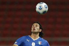 <p>Fabio Grosso con la maglia della Nazionale. REUTERS/Yiorgos Karahalis</p>