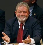 <p>Президент Бразилии Луис Игнасио Лула на встрече с мэрами в Сау Бернарду ду Кампу 25 августа 2009 года. Президент Бразилии Луис Инасио Лула да Сильва в понедельник представил парламенту законопроект, усиливающий государственный контроль над грандиозными оффшорными запасами нефти страны. REUTERS/Paulo Whitaker</p>