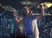 <p>Pearl Jam vai cumprir promessa antiga de lançar álbum sem intermédio de uma gravadora REUTERS/Mario Anzuoni</p>