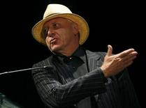 <p>British film director Peter Greenaway gestures while addressing the audience during the 12th Expresion en Corto International Film Festival in Guanajuato, Mexico July 30, 2009. REUTERS/Mario Armas</p>