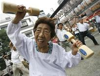 "<p>An elderly woman exercises with wooden dumbbells during a health promotion event to mark Japan's ""Respect for the Aged Day"" at a temple in Tokyo September 15, 2008. REUTERS/Toru Hanai</p>"