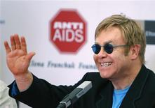 <p>Pop singer Elton John gestures during a news conference at a hospital for HIV-positive children in the town of Makeyevka outside Donetsk, September 12, 2009. REUTERS/Gleb Garanich</p>