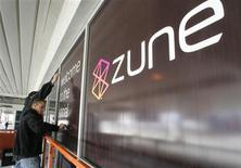 <p>Microsoft a lancé mardi aux Etats-Unis le Zune HD, une nouvelle version de son baladeur multimédia plus fine que la précédente, équipée d'un écran tactile, d'un récepteur radio HD et d'une connexion sans fil wi-fi. /Photo d'archives/REUTERS/REUTERS/Steve Marcus</p>