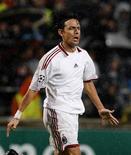 <p>Dois gols de Filippo Inzaghi deram ao Milan uma vitória de 2 x 1 sobre o Olympique de Marselha em sua partida de estreia pelo Grupo C na Liga dos Campeões. REUTERS/Philippe Laurenson</p>
