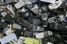 <p>Uma tonelada de celulares velhos contém metais no valor de 15 mil dólares, e o mundo precisa de regras melhores para enfrentar as crescentes montanhas de lixo eletrônico nos países em desenvolvimento, defende uma aliança apoiada pela ONU.</p>