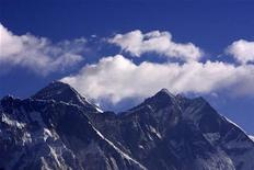 <p>Cloud rise behind Mount Everest, the world's highest peak at 8,848 metres (29,029 ft), as seen from Kongde near Namche Bazar March 5, 2009. REUTERS/Gopal Chitrakar</p>