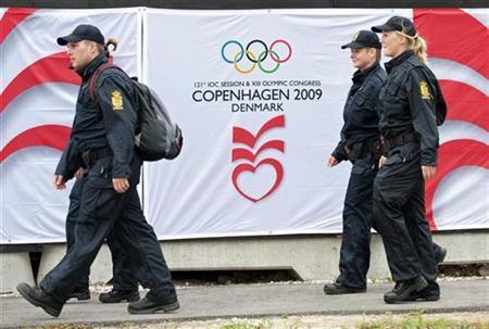 Danish police patrol around Bella Center, the site of the upcoming 121st International Olympic Committee (IOC) Session, in Copenhagen September 28, 2009. REUTERS/Keld Navntoft/Scanpix