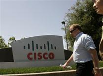 <p>Cisco Systems, le numéro un mondial des équipements de réseaux, a l'intention de poursuivre sa stratégie de croissance externe dans le secteur de la visioconférence après son offre d'achat amicale sur le spécialiste norvégien dans ce domaine, Tandberg. /Photo d'archives/REUTERS/Robert Galbraith</p>