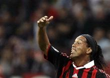 <p>Il giocatore brasiliano del Milan, Ronaldinho. REUTERS/Alessandro Garofalo (ITALY SPORT SOCCER)</p>