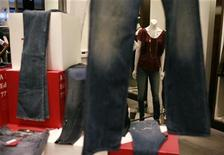 <p>Women's denim jeans are displayed in a retail store in San Francisco, California in this September 3, 2009 file photo. REUTERS/Robert Galbraith/Files</p>