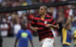 <p>Volta do atacante Adriano, atualmente no Flamengo, à Europa não pode ser descartada, disse seu assessor. REUTERS/Bruno Domingos</p>