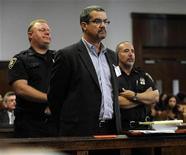 """<p>FOTO DE ARCHIVO: Robert Joel """"Joe"""" Halderman en una audiencia ante la Corte Suprema de Nueva York. Octubre 2, 2009. Halderman, un productor de televisión acusado de intentar extorsionar dos millones de dólares al anfitrión de programas de conversación David Letterman a cambio de guardar secreto sobre sus aventuras sexuales, se declaró inocente del cargo de hurto mayor. REUTERS/Steve Hirsch/Pool (ESTADOS UNIDOS)</p>"""