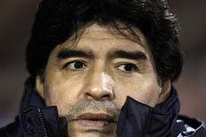 <p>Diego Maradona pode ser suspenso por até 5 partidas por suas declarações obscenas em conferência de imprensa depois da vitória contra o Uruguai pelas Eliminatórias para a Copa do Mundo na quarta-feira, afirmou o presidente da Fifa, Joseph Blatter. REUTERS/Marcos Brindicci</p>