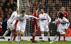 <p>Maxime Gonalons, do Olympique Lyon, celebra gol em vitória sobre o Liverpool por 2 x 1. REUTERS/Phil Noble</p>