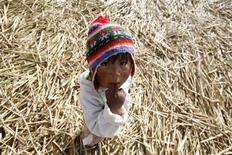 <p>Un bambino peruviano. REUTERS/Mariana Bazo</p>