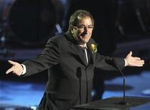 <p>Choreographer Kenny Ortega eulogizes Michael Jackson during the memorial services for the pop star in Los Angeles July 7, 2009. REUTERS/Mario Anzuoni</p>
