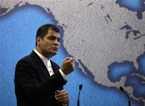 <p>Президент Эквадора Рафаэль Корреа выступает в исследовательском институте Chatham house в Лондоне 27 октября 2009 года. Эквадор попросил у России кредит, сообщил в среду вице-премьер, министр финансов РФ Алексей Кудрин, отказавшись назвать сумму. REUTERS/Suzanne Plunkett</p>