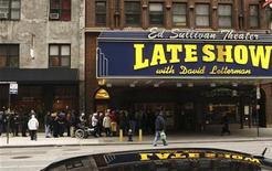 <p>Fans wait outside the Ed Sullivan Theater for tickets to watch the Late Show with David Letterman in New York January 2, 2008. REUTERS/Lucas Jackson</p>