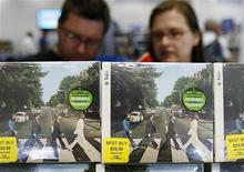 <p>Un disco dei Beatles nella riedizione lanciata lo scorso settembre. REUTERS</p>