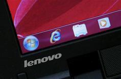 <p>Lenovo, quatrième fabricant mondial de PC, a renoué avec les profits après trois trimestres consécutifs dans le rouge, à la faveur de la vigueur du marché chinois et d'un rebond de la consommation d'électronique. /Photo prise le 5 novembre 2009/REUTERS/Bobby Yip</p>