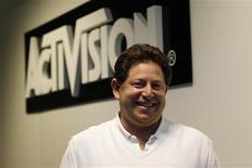 <p>Robert Kotick, le directeur général d'Activision Blizzard. L'éditeur de jeux vidéo, filiale du groupe Vivendi, a fait état d'un résultat trimestriel conforme aux attentes, avec un bénéfice net de 15 millions de dollars, contre une perte nette de 108 millions de dollars il y a un an. /Photo prise le 3 juin 2009/REUTERS/Mario Anzuoni</p>