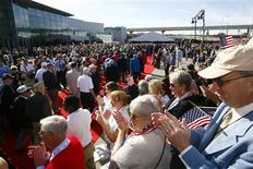 <p>World War II veterans are applauded as they walk the red carpet during opening ceremonies for the Solomon Victory Theater at the National World War II Museum in New Orleans in this publicity photo taken November 6, 2009, and released to Reuters on November 9, 2009. REUTERS/National World War II Museum/Handout</p>