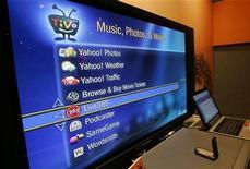 <p>Uno schermo mostra servizi internet disponibili tramite la banda larga. REUTERS/Steve Marcus</p>
